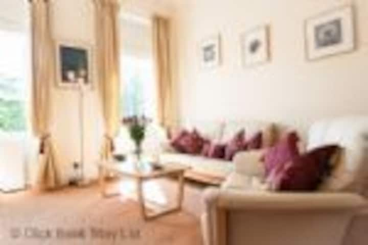 Tay Views Apartment, Perth, views of River Tay. Pets Welcome. Sleeps 4-5