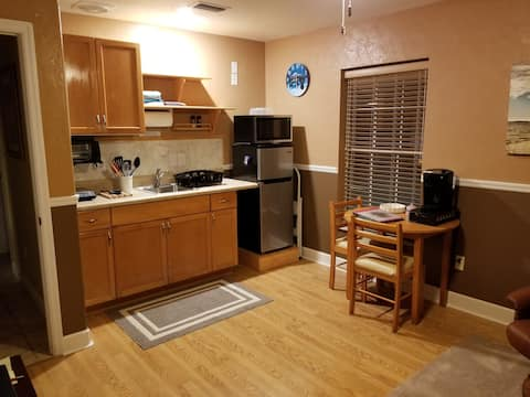 Palmetto Place Efficiency-Private, Furnished, Safe