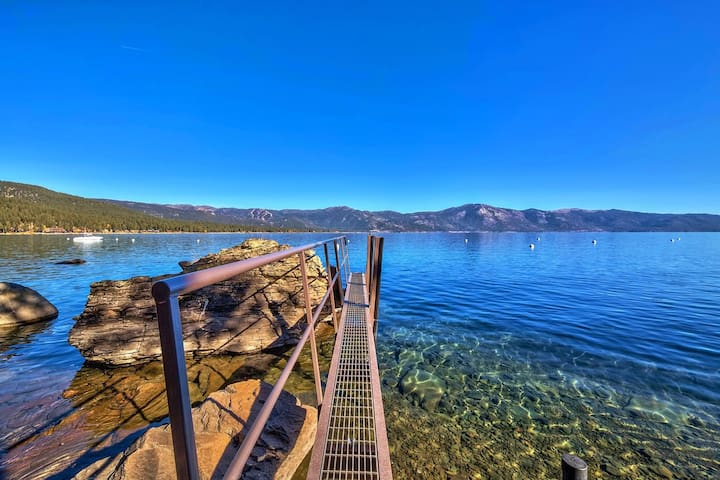 LAKE TAHOE LAKEFRONT LUXURY VILLA WITH  PRIVATE BOAT DOCK: LX20