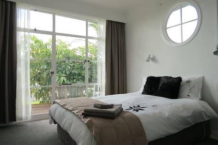 Luxury B&B Water Views Close 2 City - Auckland