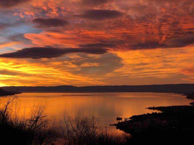 Stunning View over Lake Geneva (Studio)
