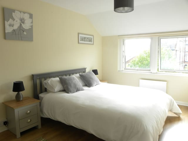 2 Bed Lace Market apartment, with private parking
