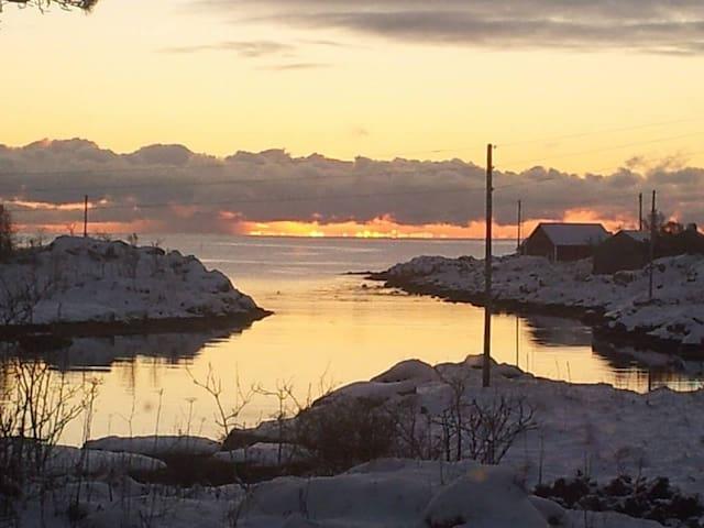 Lite hus ved havet - Vestvågøy - Casa