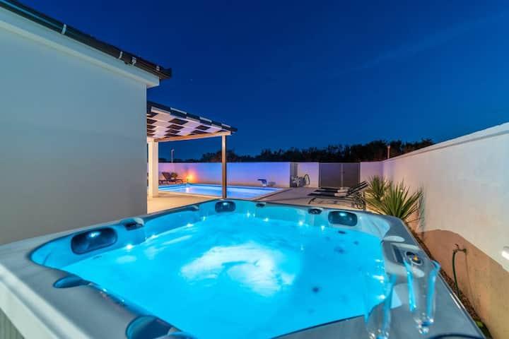 Villa Sabun with pool and jacuzzi, Privlaka