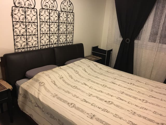 Chambre spacieuse et confortable - Eybens - Bed & Breakfast