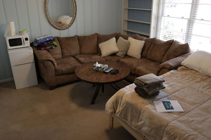 Private space, great amenities. Walk to Toomers