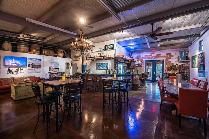 Our own on-site bistro/wine bar/ live music venure : The Club at Barons Creekside