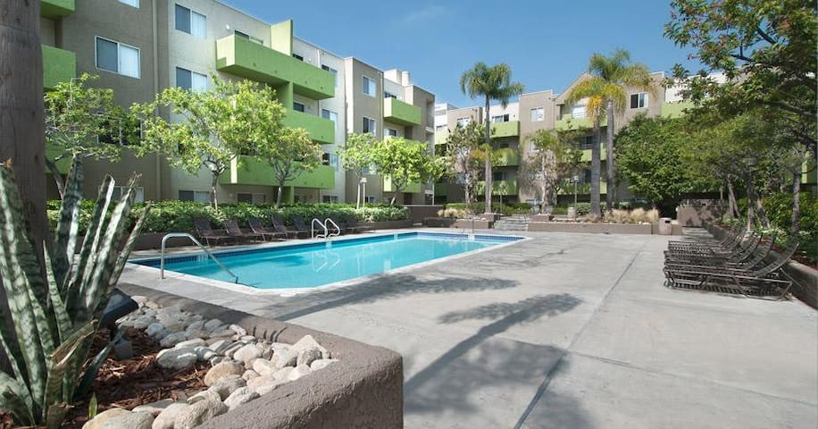 ROOM SuperDeal the HEART of LA POOL GYM  PARKING &