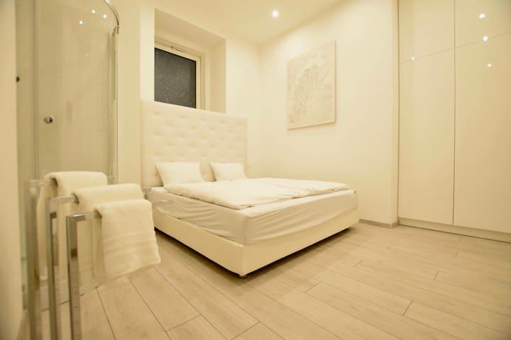 Stylish Studio in Budapest/Parliament White