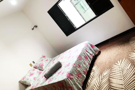 Casa para ate 10 pessoas com suite. Centro