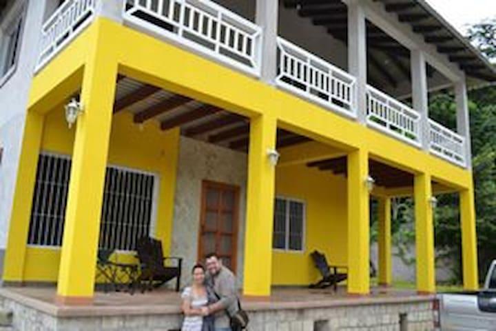 Copan Ruinas - Hermosa y Amplia Casa Familiar - Copan Ruinas - 獨棟