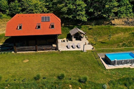 Rustic retreat  w/pool , Barn Holidays