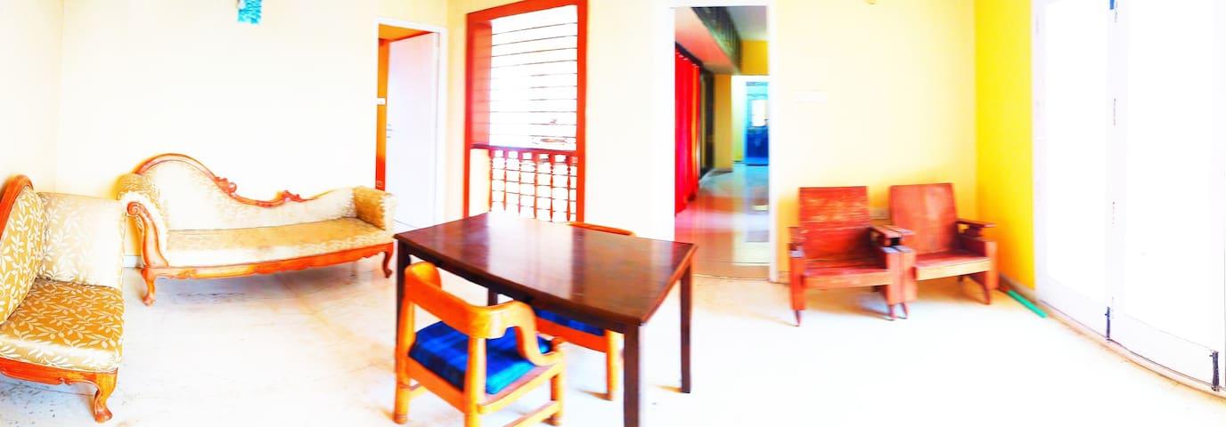 Beachview Penthouse/Solo Female/LongTerm Home Stay