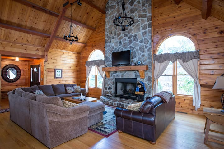 Largest Log Cabin in Massanutten Resort, Hot Tub! - McGaheysville - Maison