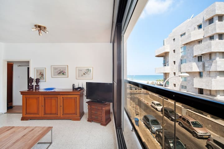PORT OF TLV - 3 MN FROM THE BEACH - SPACIOUS 3BR