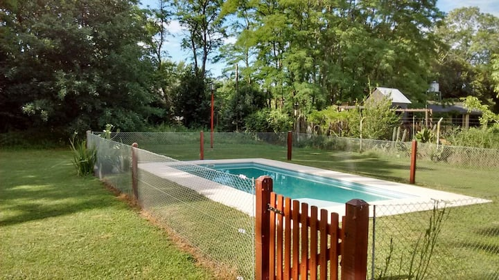 (QC) Hermosa casa con pileta y bosque privado