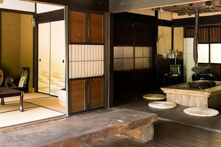 囲炉裏!五右衛門風呂!露天風呂!広島市から1時間の秘境で、日本の田舎を思いっきりENJOY!