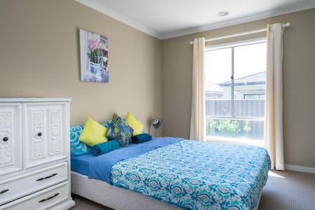 Peaceful & quiet modern bedroom(2) - Cranbourne North