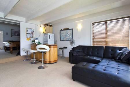 Penthouse room on Takapuna Beach - Auckland