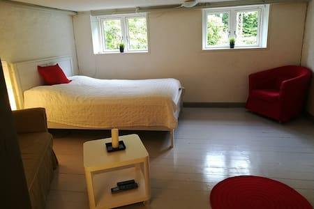 Trøjborg - separate entrance/bathroom,free parking - อาร์ฮุส - บ้าน