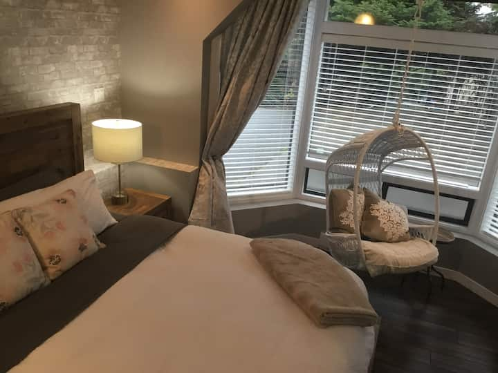 Secluded, private, stylish and bright suite