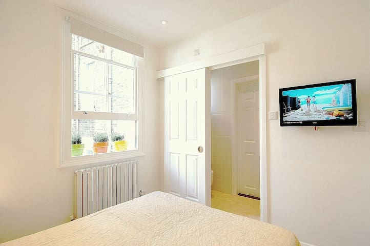 Bright Ensuite in Perfect Quiet Central Area Zone2 - London