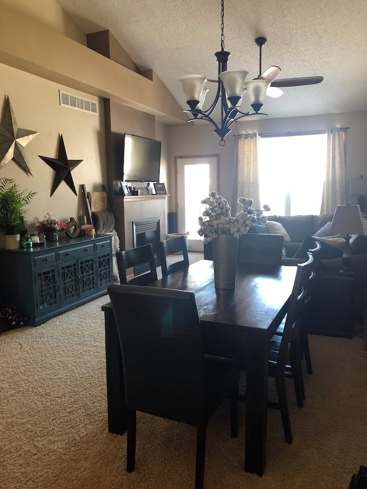Warm, spacious townhome walking distance from PGA!