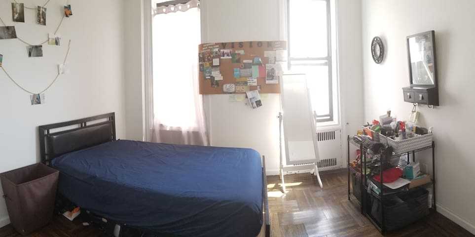 Spacious room near Prospect Park & Brooklyn Museum