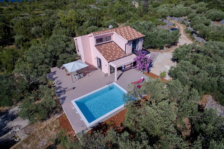 Beautiful Eclectic Villa with Swimming Pool