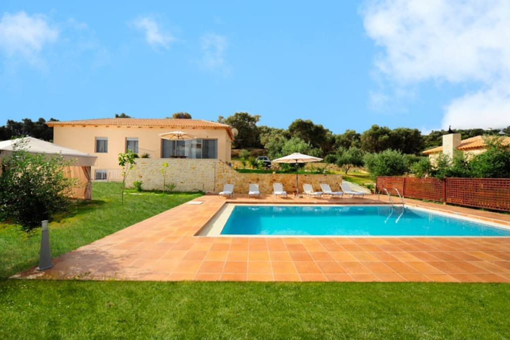 villa with garden and pool area