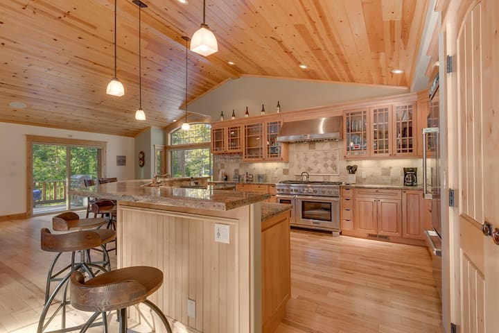 Timber Wolf - Luxury 4BR on West Shore - Sleeps 8