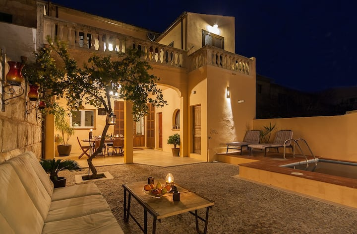 Welcoming townhouse with private pool in Muro