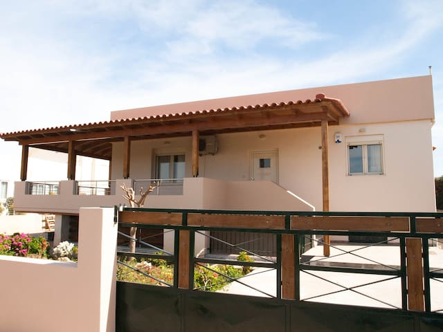Yalos beach house (next to Analipsis Beach) - Heraklion - Haus