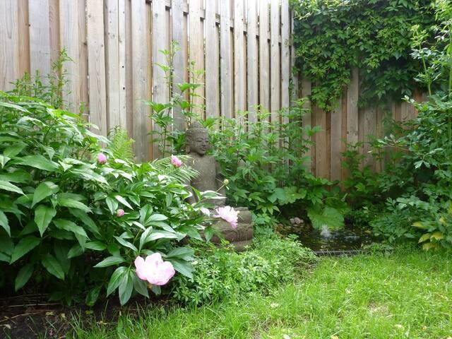 Maison + jardin dans Petite-Patrie! - モントリオール - 一軒家