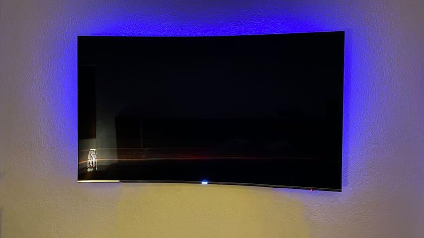 "Samsung 4K 70"" Smart TV"