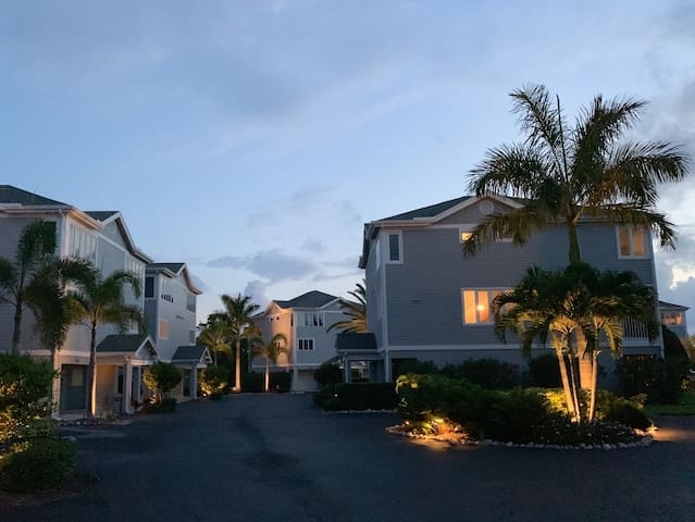 Bay View - Dolphin Lookout - Vacation Condo