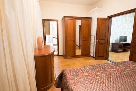 2 Bedroom Apt on Sadova Corner of Derybasivska St