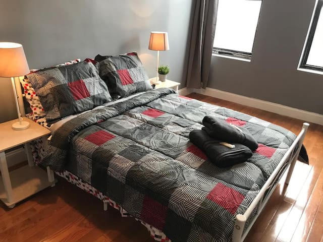 Great room in Brklyn close to subway to Manhattan