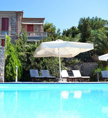 TRADITIONAL VILLA WITH VIEWS & POOL - Mithimna - House