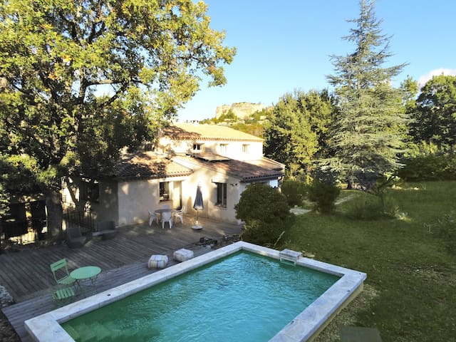 Belle maison  au coeur du Luberon avec piscine