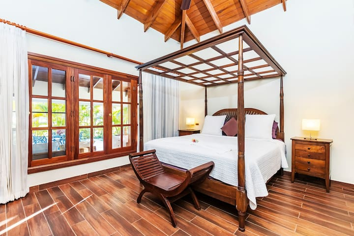 Super comfortable beds with fresh linens and towels, so you can totally enjoy your stay.