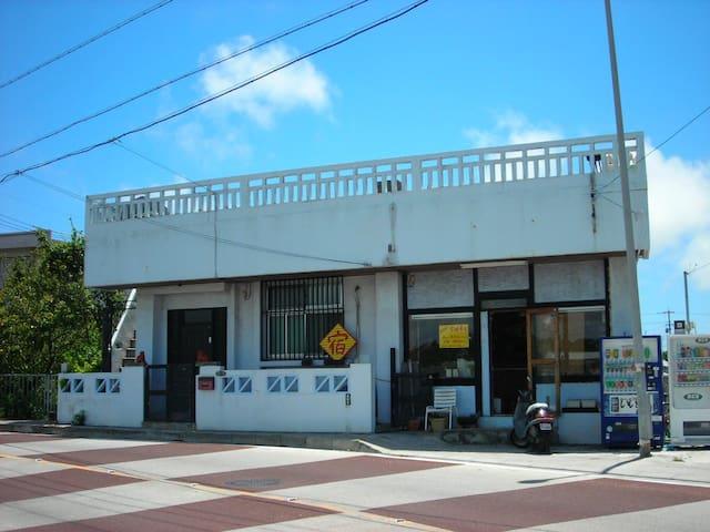 北谷町ゲストハウスおやど」個室B(2名〜3名用)
