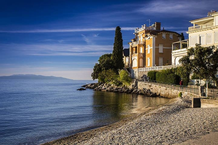 Family-friendly apartment with sea view - Opatija