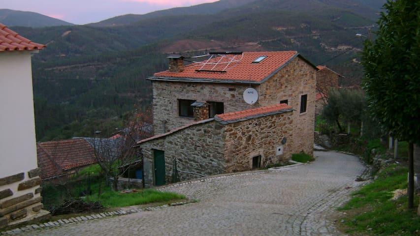 Casa grande na paisagem rural - Góis - Casa