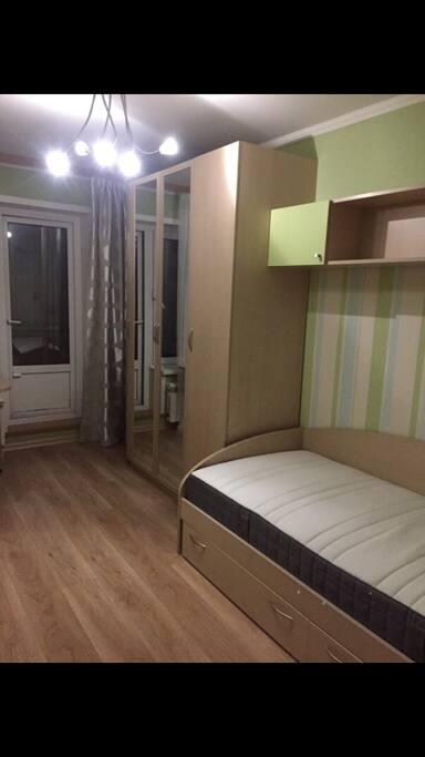 Детская комната одноместная кровать