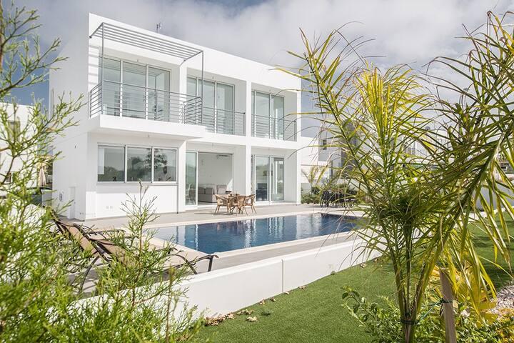 Villa Demi, Stunning 3BDR Villa with private pool