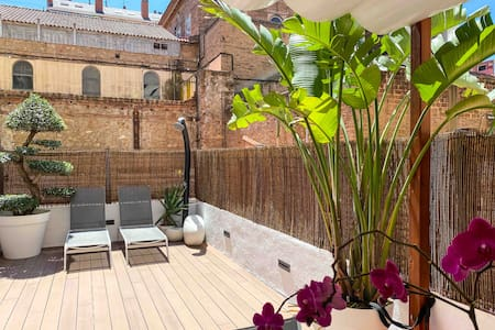Cozy room and exclusive terrace in Eixample