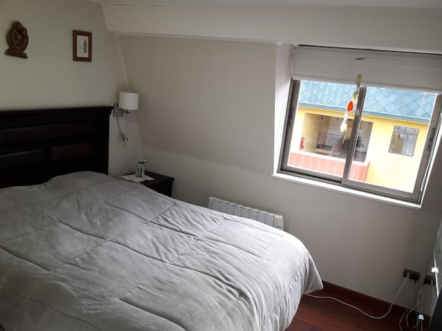 Las Condes modern appartmnt upto5 people near Mall