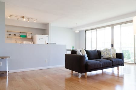 Refreshing MD condo just minutes to DC and UMD - Wohnung
