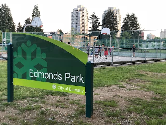 Few steps to Edmond park and Community Centre